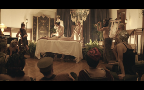 A show with costumes in Berlin 1933 on season 2 of Transparent